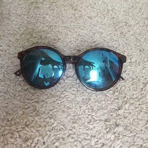 NWOT Blue Mirrored Round Sunglasses